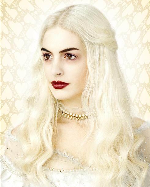 """海瑟薇《爱丽丝梦游仙境》变""""白发魔女""""(图)"""