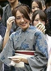 新垣结衣为电影《花水木》祈福获生田斗真称赞