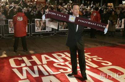 组图:《查理的战争》伦敦首映 汤姆汉克斯致敬