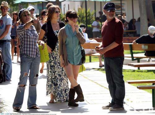 组图:斯皮尔伯格夫妇逛街相约汤姆汉克斯妻女