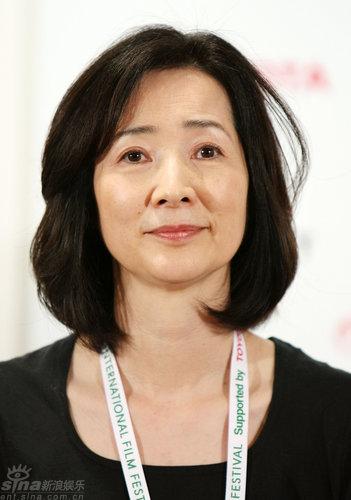 组图:国际评委新闻发布会中国导演霍建起现身