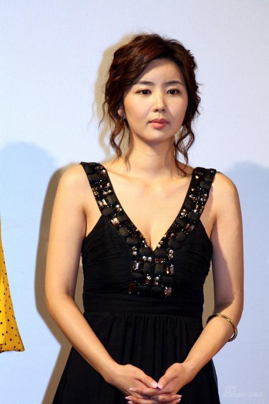 韓流アイドルのパンチラ画像収集部YouTube動画>17本 ->画像>256枚