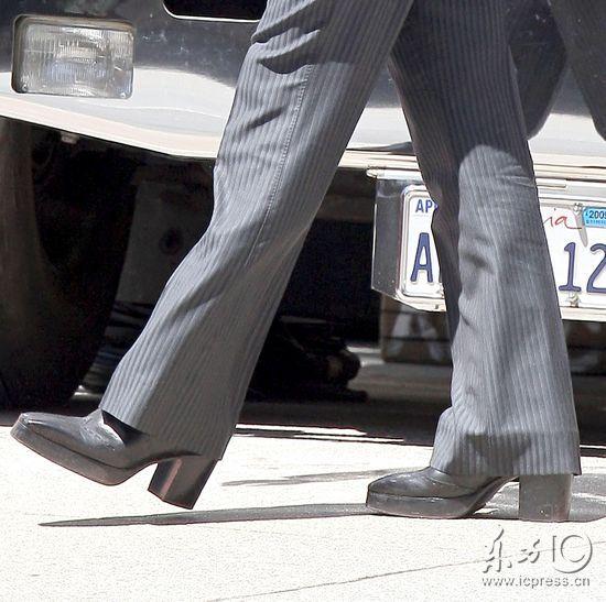 穿鞋子方法步骤