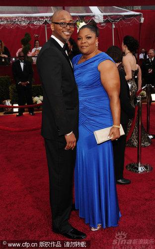 图文:第82届奥斯卡红毯-《珍爱》莫妮克和老公