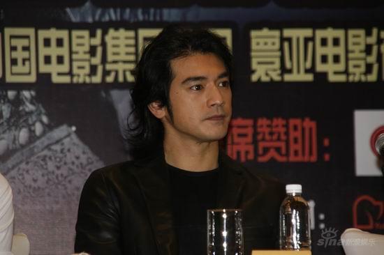 组图:《投名状》上海发布会三帅哥黑衣亮相; 图文:《投名状》上海发布图片