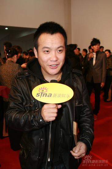 图文:《集结号》首映红毯导演宁浩对话新浪