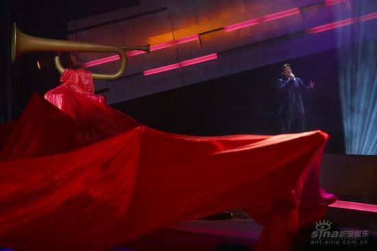 图文:《集结号》首映现场莫华伦在歌声中出场