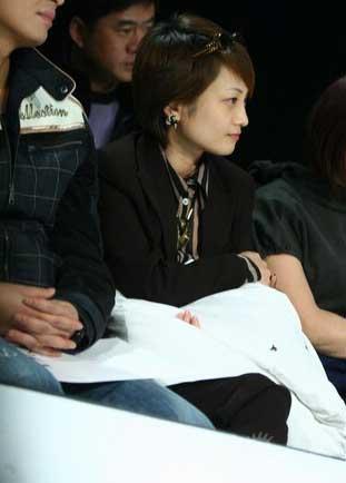 图文:《女人不坏》开机--新浪娱乐总监窦婉茹