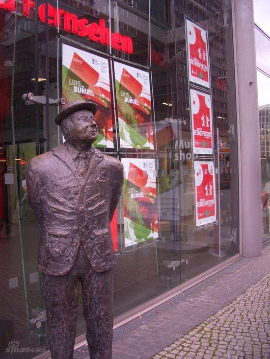图文:柏林电影节倒计时--会场附近电影人雕塑