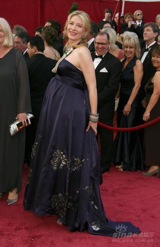 图文:凯特-布兰切特大肚如箩紫色礼服华美复古