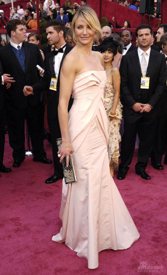 图文:卡梅隆-迪亚兹粉色抹胸礼服尽显美态