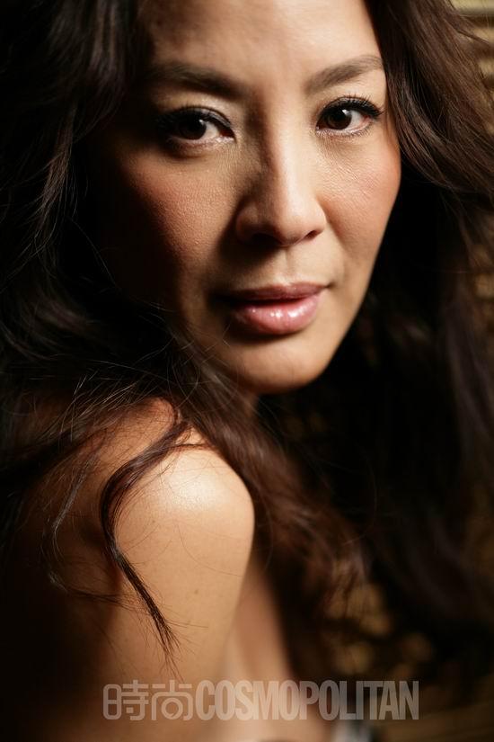 图文:《时尚COSMO》专访杨紫琼--眼神灵动
