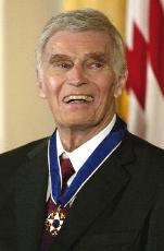 组图:查尔顿-赫斯顿获得总统授予的自由勋章
