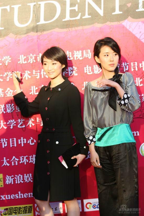 图文:大学生电影节红毯演员陈昊和颜丹晨