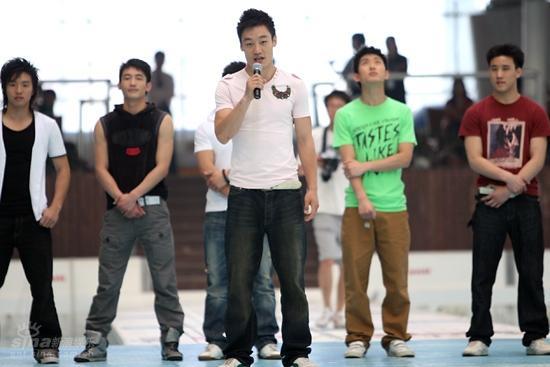 图文:龙的传人十强见面-选手乔宇