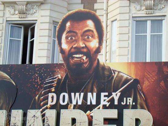 图文:戛纳街头电影海报 小罗伯特-唐尼变黑人