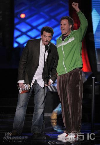 图文:MTV颁奖麦克布莱德和威尔-法瑞尔搞笑