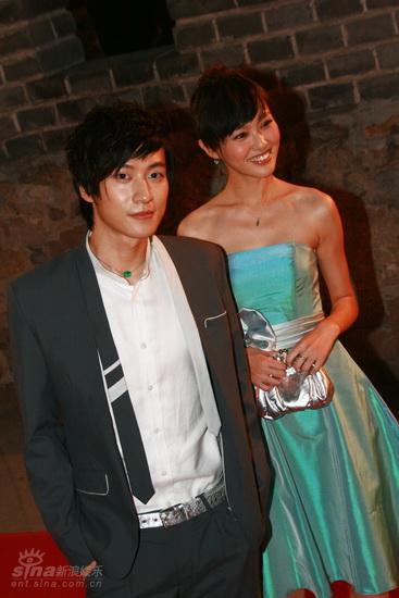 图文:龙的传人颁奖典礼红毯--乔任梁唐嫣