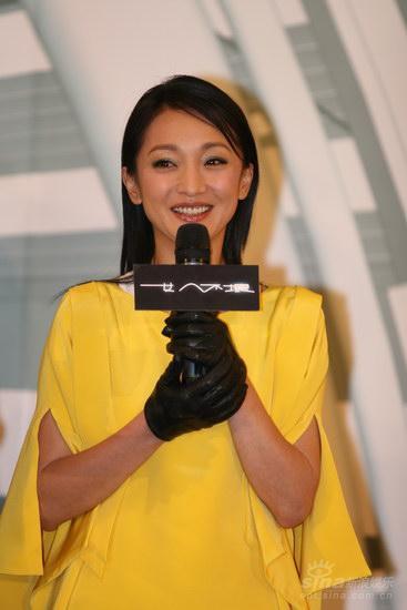 图文:《女人不坏》官网启动--周迅着明艳黄衣