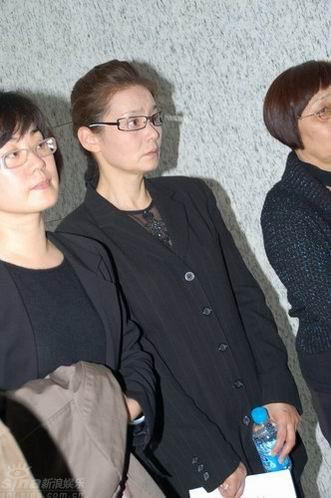 图文:谢晋追悼会上海举行--潘红参加追悼会