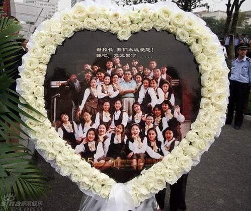 图文:谢晋追悼会上海举行--谢导学生送别恩师