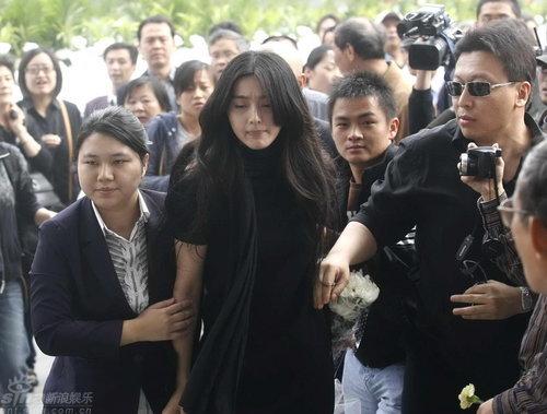图文:谢晋追悼会上海举行范冰冰混乱中突围