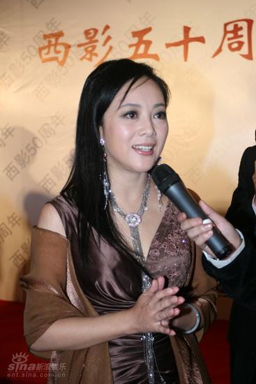 图文:西影五十华诞庆典红毯--女星长发如瀑
