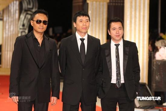 图文:冯小刚携《集结号》三位主创亮相红毯