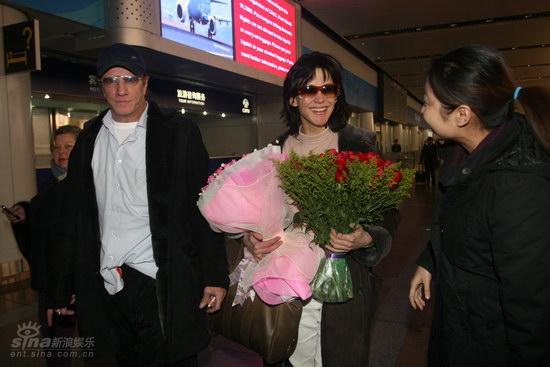 图文:苏菲-玛索现身北京--玛索对影迷绽放笑容