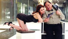 王晶孟瑶合拍写真《金钱帝国》4月上映(组图)