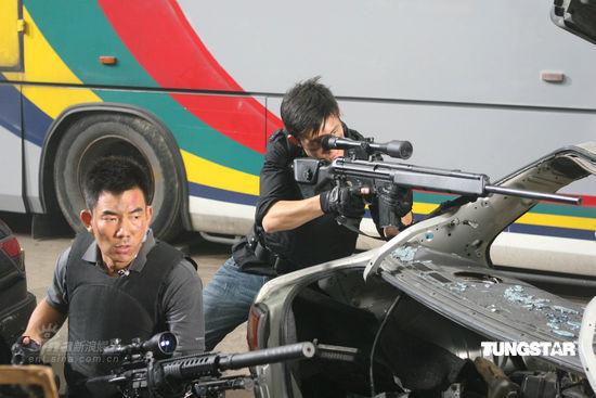 图文:《神枪手》剧照--任贤齐亮相