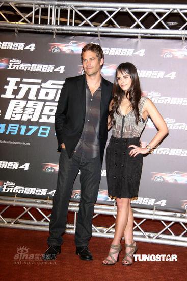 图文:《速度与激情》台湾上映-两人深色着装默契