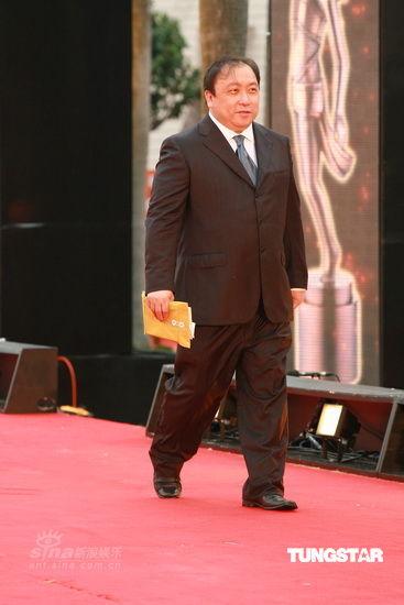 图文:香港金像奖红毯-王晶大步流星走红毯