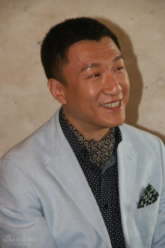 图文:《窈窕绅士》探班-孙红雷笑容阳光