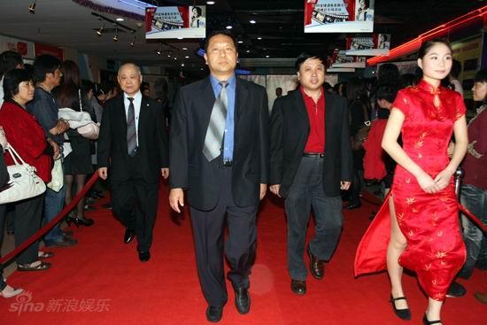 图文:《邓稼先》首映--谷国庆等走红毯
