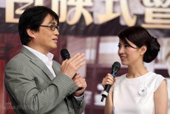 图文:《邓稼先》首映--汤镇宗接受采访