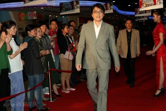图文:《邓稼先》首映--汤镇宗走红毯