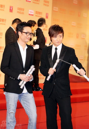 图文:上海电影节开幕--方力申郑中基秀双节棍