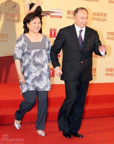 图文:上海电影节开幕-吴宇森携妻子牵手秀恩爱