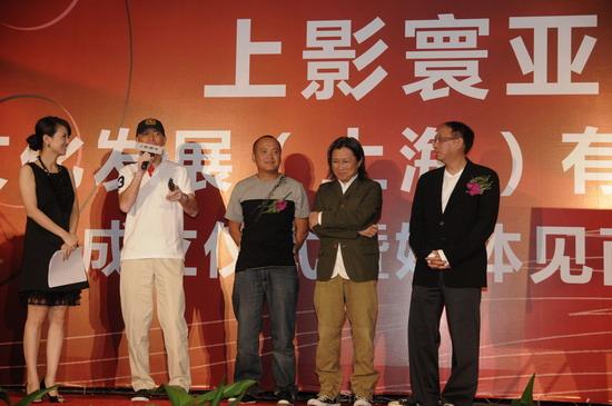 图文:上影寰亚成立-经纬(左起)冯小刚宁浩陈可辛马楚成