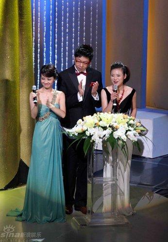 图文:上影节颁奖-主持人经纬(左起)林海和陈辰