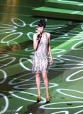 组图:上海电影节闭幕莫文蔚低胸短裙大秀美腿