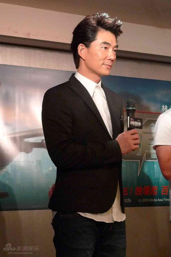 图文:任贤齐宣传《神枪手》-任贤齐鲜少回台湾宣传