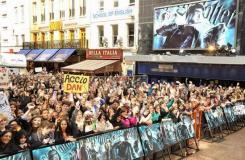 组图:《哈利-波特6》伦敦雨中首映影迷疯狂