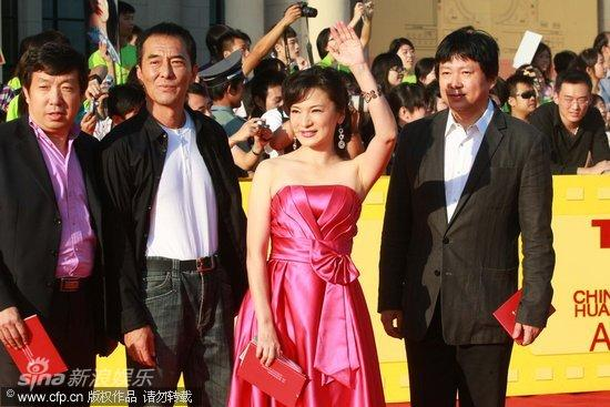 图文:第13届华表奖红毯-霍建起、阎青妤、王庆祥(右起)