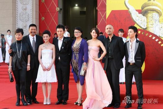 图文:第13届华表奖红毯-《孔子》剧组集体亮相