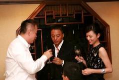 组图:陈凯歌冯小刚相谈甚欢葛优闲暇抽雪茄