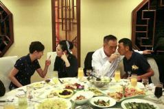 组图:陈凯歌冯小刚获导演奖王家卫徐静蕾开奖