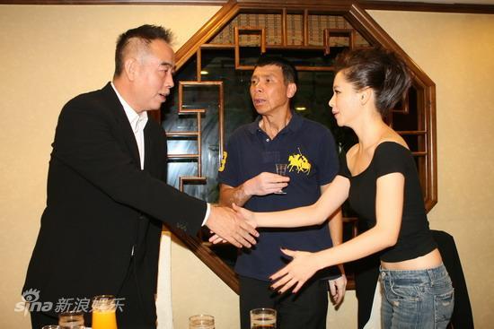 图文:华表奖庆功宴-陈凯歌冯小刚徐若�u