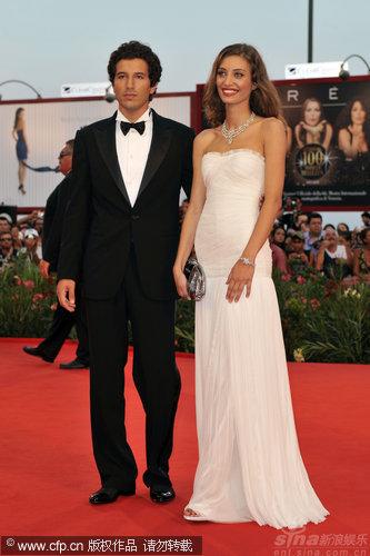 图文:威尼斯开幕红毯-希安纳与玛格丽特相伴